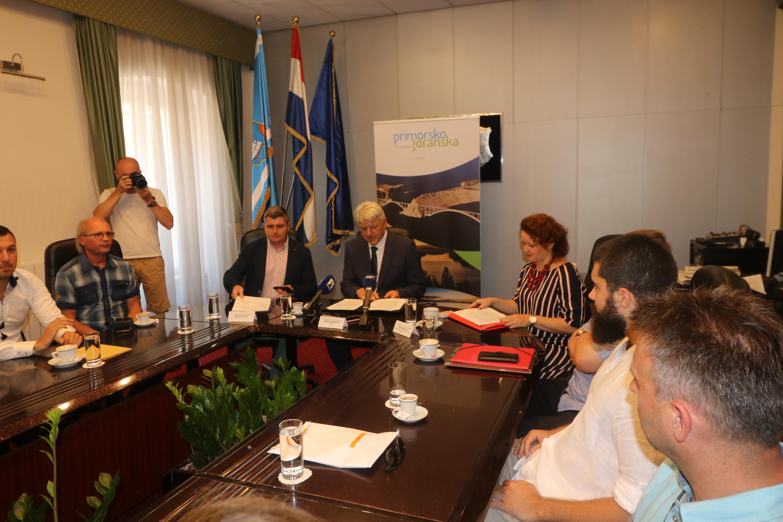 Poduzetnicima i vlasnicima poljoprivrednih gospodarstva s područja otoka i priobalja uručeni ugovori o bespovratnim sredstvima iz Programa provedbe mjera Ruralnog razvoja PGŽ